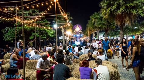 2017 Mba Artshow by ตะล ย เทศกาลศ ลปะร มหาดพ ทยา Pattaya Arts Festival 2017