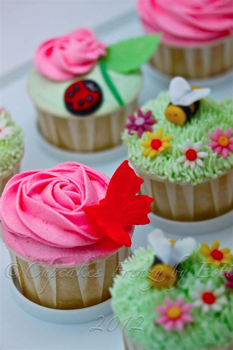 Image Result For Http Cupcakesfrenzy Bee Butterfly And Ladybug Cupcakes Frenzy Picture To Pin On Pinterest Thepinsta