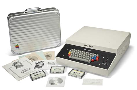 Mac Desk Top Computers Apple Computer Hits Auction Block At Mind Blowing Price Cult Of Mac