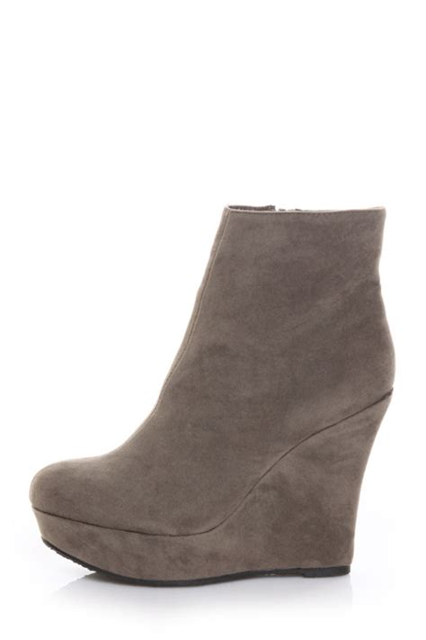 bamboo ceasar 01n taupe suede wedge ankle boots