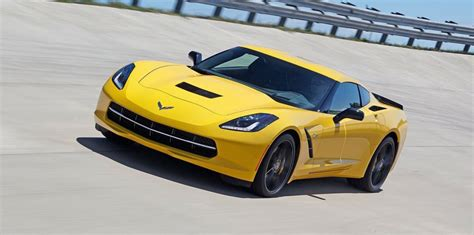 chevrolet corvette firms  holdens   sports car