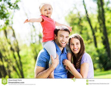 imagenes de familias egipcias familia en el parque foto de archivo imagen 40807285