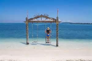 beaches  gili air indonesia