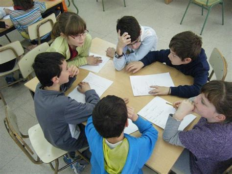 imagenes comicas de niños estudiando el ruido un problema para el desarrollo del lenguaje de