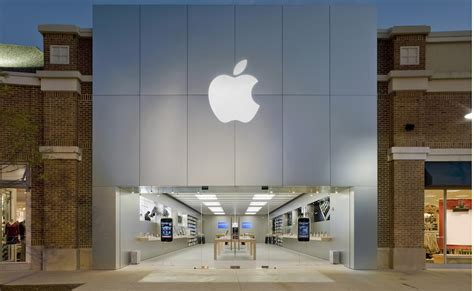 iphone store authorities charge 6 in chicago apple store traveling fraud scheme mac rumors