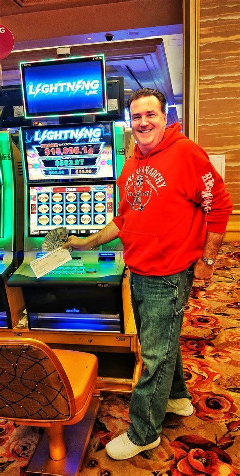 borgata slot players win big   holiday