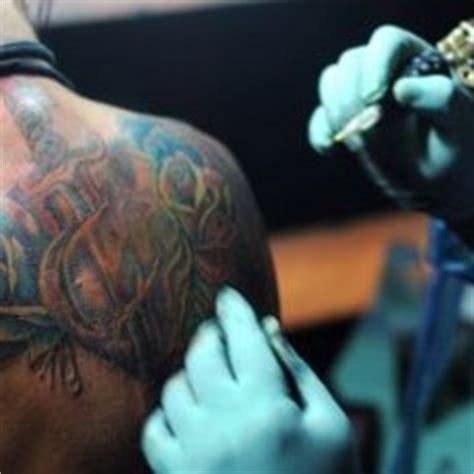 tato bali di punggung bikin tato di bali 1 orang australia kena hiv dewa unik
