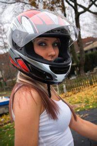 motosiklet kask ve saclar kadin ve motosiklet