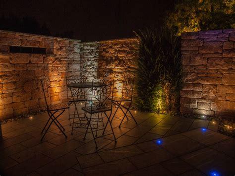 beleuchtung natursteinmauer gartenmauer led beleuchtung traumgarten