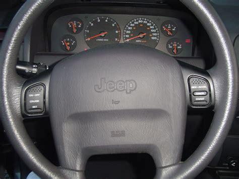 jeep steering wheel just me or is the 05 steering wheel better looking