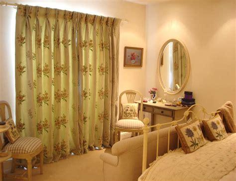warna gorden kamar tidur  bentuk unik minimalis