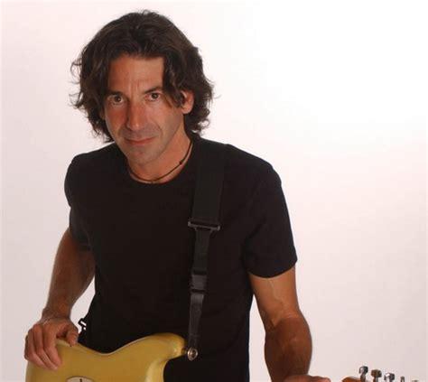 nuovo chitarrista vasco il 24 novembre ad olbia il chitarrista di vasco stef burns