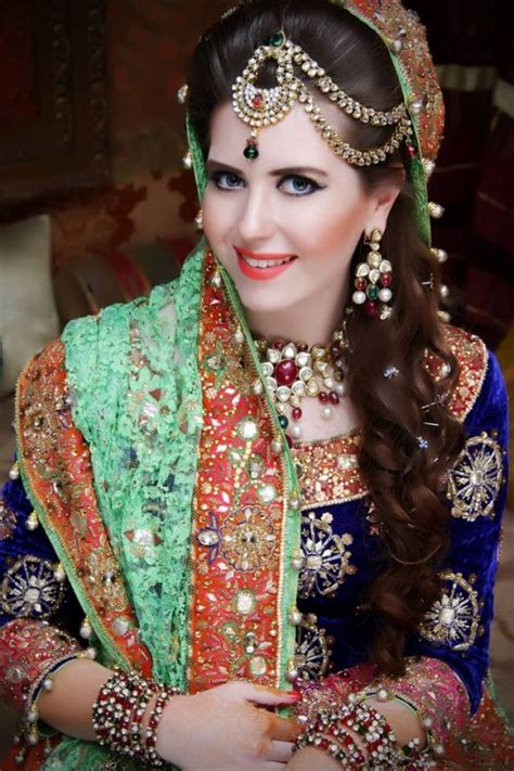 New Bridal Pics by Best Pakistan Bridal Makeup Ideas