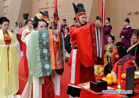 Baskom Wedding Cina Kaleng Unik uniknya tradisi pernikahan di banyak negara 1 grid id