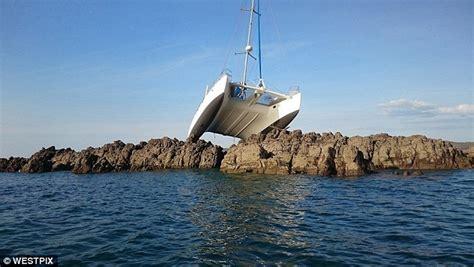 lady rose boat tours catamaran stranded on a reef in kimberley region wa