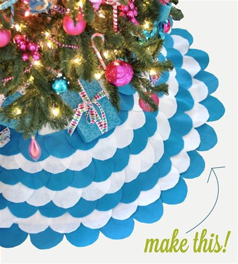 how to make a scalloped tree skirt 20 clever ways to decorate your tree tree skirts and toppers tip junkie