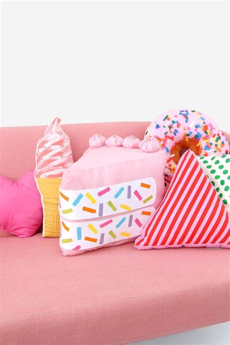 Diy Food Pillows by 25 Best Ideas About Diy Pillows On Sewing