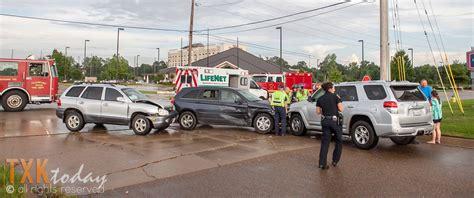 Wrecks Today 3 Car Closes Cowhorn Creek Bridge Texarkana Today