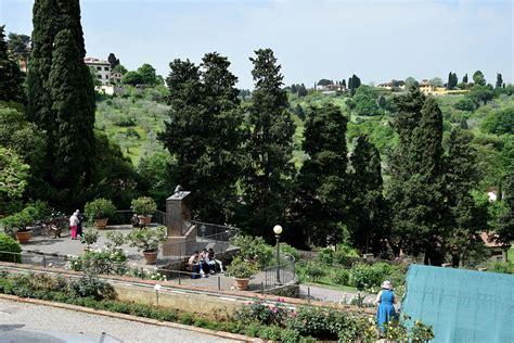 firenze giardino delle even op rozen zitten in giardino delle