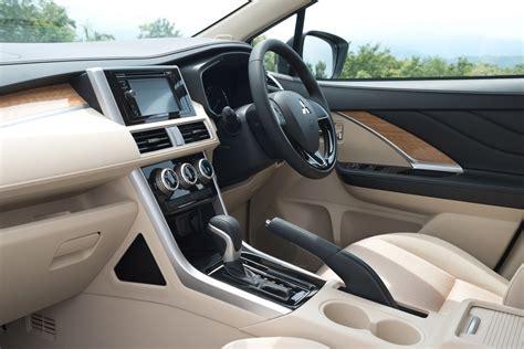 interior mitsubishi xpander mitsubishi xpander debuta en el sal 243 n de indonesia nueva