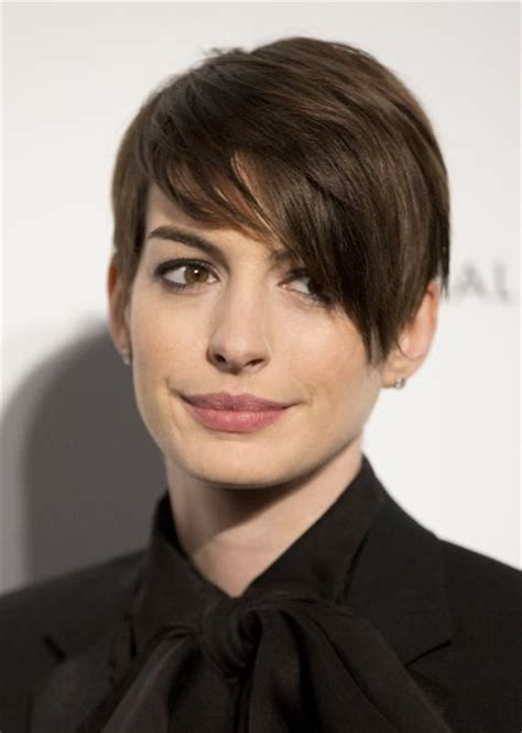 pixie crop with asymmetrical side swept bangs 2013 pixie cut with side swept bang hair hair it s