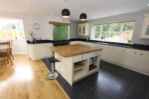 An open kitchen plan is lovely way to make the house less cluttered
