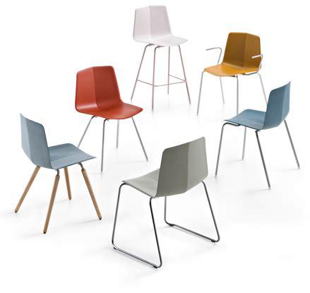 Max Design by Moderni Stoli Stratos Showroom