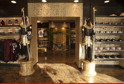 Exclusive Snapback Kingin Black tyga drops 20 000 on who s the pharaoh