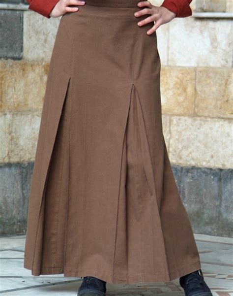 inverted box pleat skirt