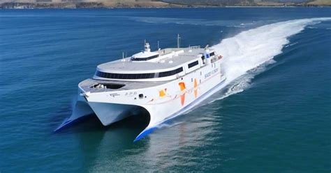 catamaran wave piercing design world s fastest ship incat s wave piercing catamaran