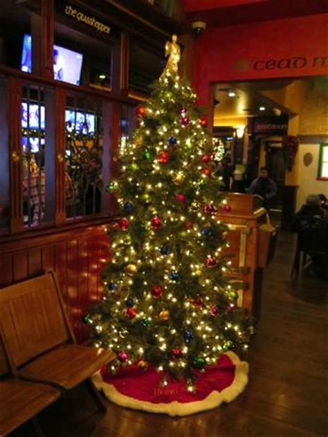 christmas tree at entrance to pub picture of grasshopper