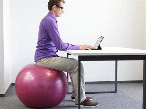 fitball come sedia sul pallone sulla sedia dondola o anche in piedi in