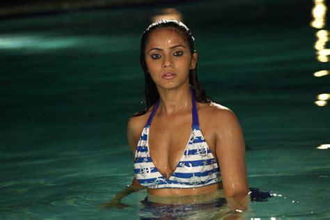 download new malayalam movies just getting started by glenne headly actresses photos malayalam actress neetu chandra in 2 two pics photos