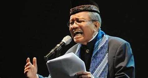 Malu Aku Jadi Orang Indonesia Taufik Ismail catatan anak desa puisi taufiq ismail malu aku jadi orang indonesia 1998