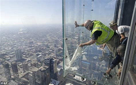 How Many Floors In The Cn Tower by Willis Tower S Glass Floor Cracks Tourists