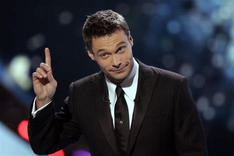 Seacrest Is Ready For The Emmys by Seacrest Signs New Deal For American Idol
