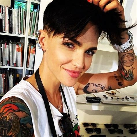 neck tattoo orange is the new black who s the new lesbian in orange is the new black quora