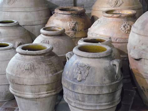 vasi di terracotta antichi orci e conche in terracotta antichi prodotti lacole
