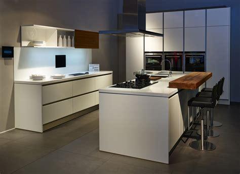 schmales küchen design mit insel g 252 nstige k 252 chen mit insel dockarm