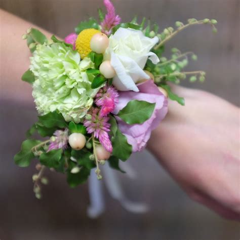wedding bouquets yarra valley wedding corsages earth flowers