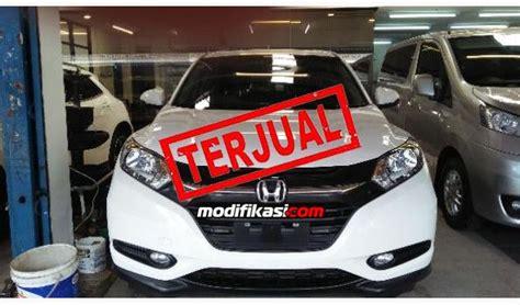 Honda Hrv 1 5 E A 2015 honda hrv 1 5 e a t putih