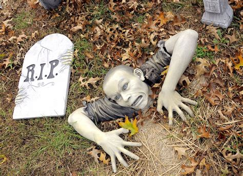 Christmas Decorations For Outside Your House - halloween yard ideas decorations inflatables and spookies founterior