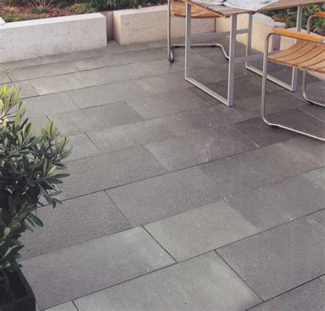 steinfliesen garten terrassenplatten dunkel gt kollektion ideen garten design