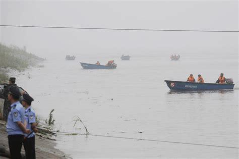 sinking river boat tourist boat sinks in china s yangtze river al jazeera