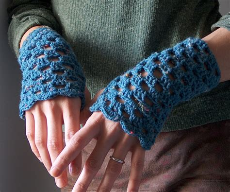 free pattern wrist warmers crochet 10 marvelous crochet fingerless mitts patterns