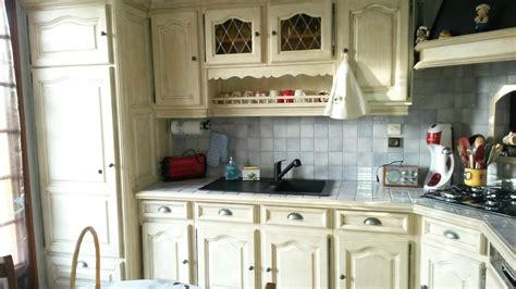 Exceptionnel Relooker Une Cuisine Rustique En Moderne #5: Relooking-cuisine-a%CC%80-Saint-Gervais-de-Vic...un-effet-vieilli-ivoire-et-chamois-avec-de-nouveaux-boutons-portes-et-tiro.jpg