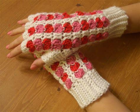 white glove pattern scrap heart fingerless gloves pattern knitting crochet