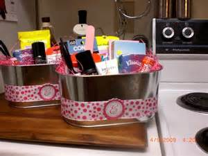 Wedding Bathroom Basket Ideas Wedding Bathroom Baskets Gift Ideas For The Lazy Crafter