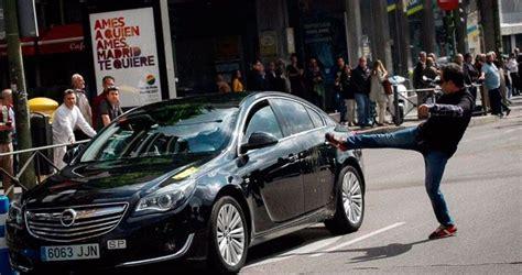 barcelona uber los taxistas de barcelona a uber quot ser 225 la guerra quot
