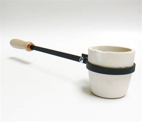 Crucible Of Gold 1 melting crucible with handle 40 oz cup type crucible
